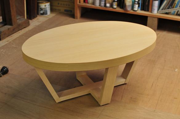 無垢の木のテーブル