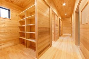 収納部屋2