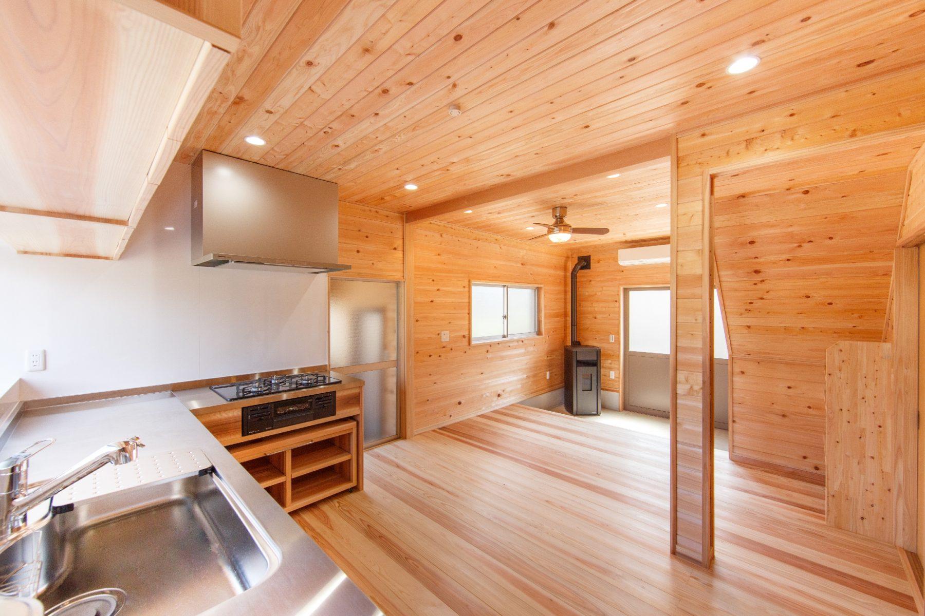 昭島市拝島:ペレットストーブで暖かい土間空間のある家